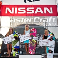 Carro podium Nissan win